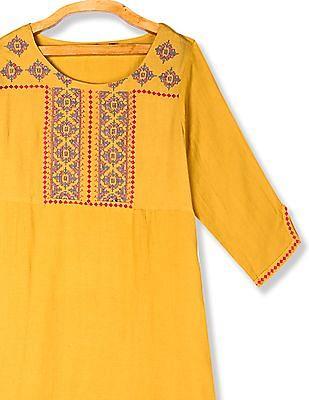Anahi Yellow Boat Neck Embroidered Kurta