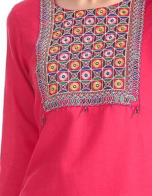 Anahi Embroidered Round Neck Kurta