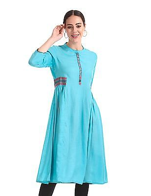 Anahi Mandarin Collar Embroidered Trim Kurta